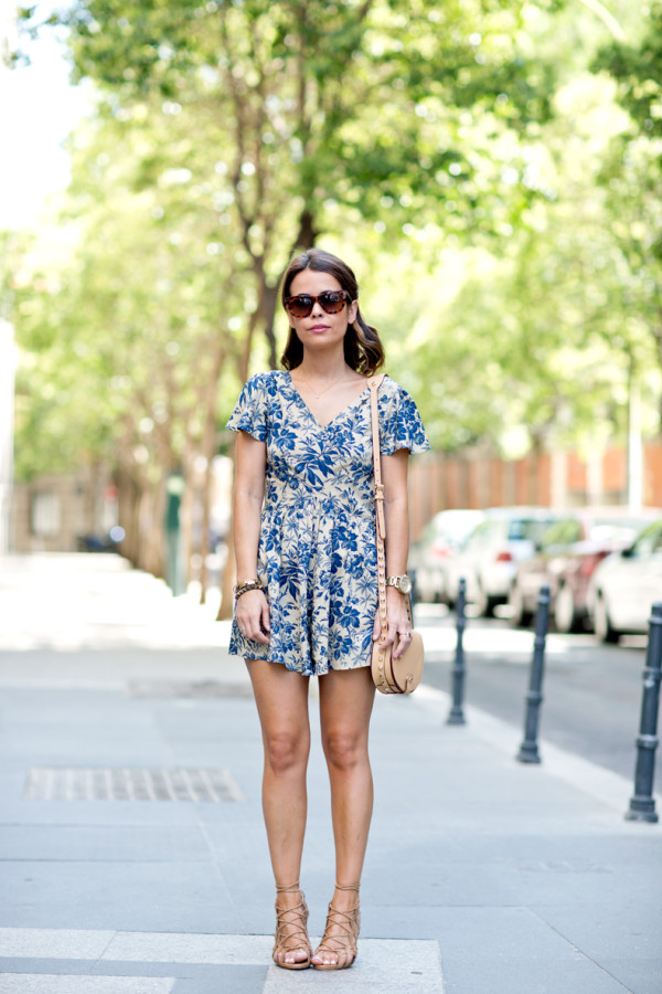 Floral_Jumpsuit-Street_Style-Lace_Sandals-Rebecca_Minkoff-Outfit-27
