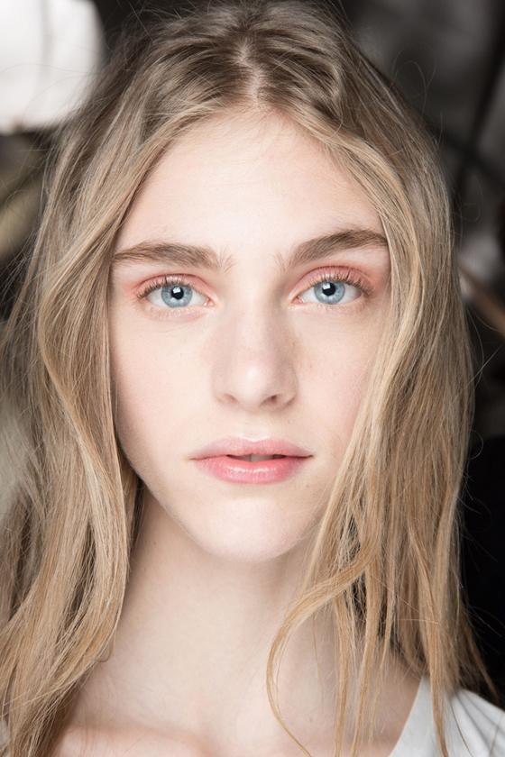 trucos_maquillaje_rejuvenecer_gloss