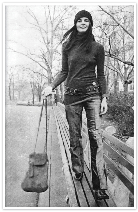 Cropped_Flare_pants_Ali_Macgraw